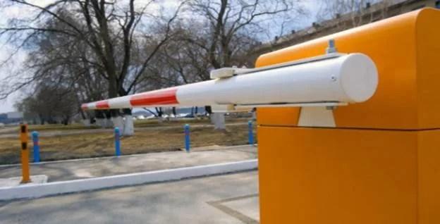 Barieră electrică la intrarea în Parcul Municipal Vest