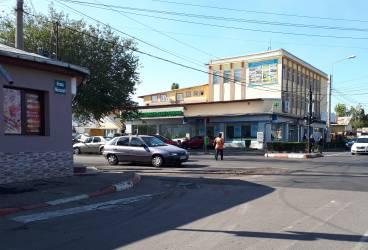 Intersecţia de la Cioceanu, spartă la nici o săptămână de la asfaltare