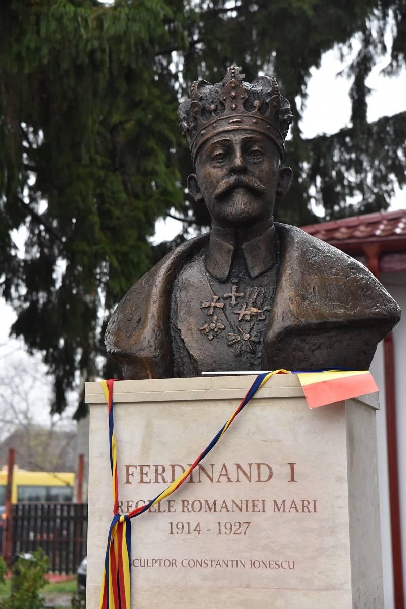 Bustul regelui Ferdinand I dezvelit la Lipăneşti