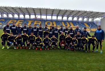 """Trupa """"galben-albaștrilor"""" a început pregătirile cu 14 seniori și 12 juniori. Pe """"Ilie Oană"""" au fost prezenți cei mai fideli suporteri!"""