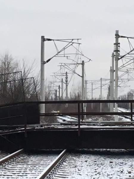 """Veolia: """"Colaborăm cu autoritățile pentru identificarea cauzelor  prăbuşirii pasarelei pe calea ferată"""""""