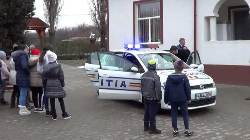 """Polițiștii prahoveni au fost alături de copiii din Centrul """"Sfântul Stelian"""" – Urlați"""