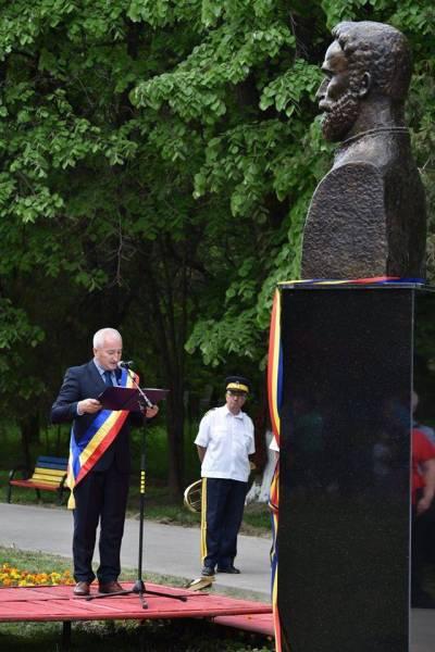"""România 100. Dezvelirea bustului lui I.C.Brătianu în Parcul """"C. Stere"""""""