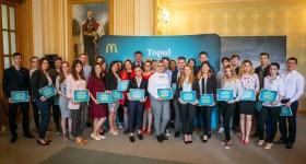 Doi angajaţi studenţi ploieşteni au primit burse McDonald's