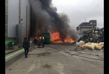 Incendiu la Pleașa, la un depozit de materiale plastice