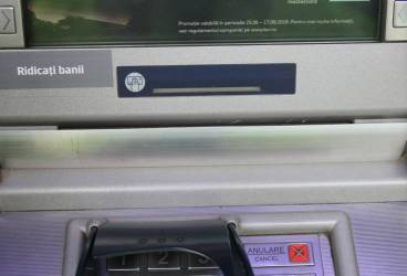 Atac la un bancomat din Ploieşti. Unul dintre hoţi a fost prins