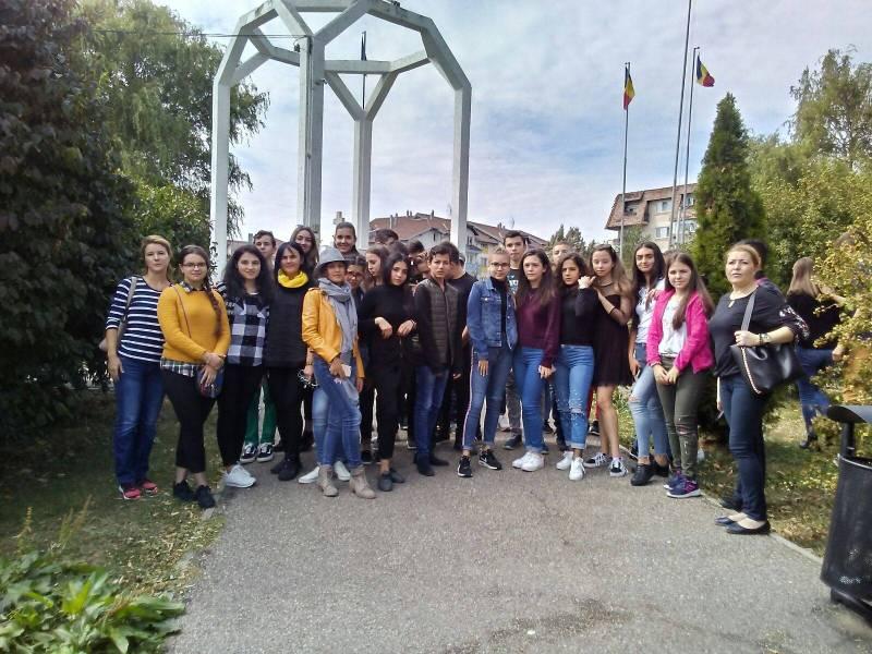 Elevii din Bărcăneşti, participanţi la proiect dedicat Centenarului