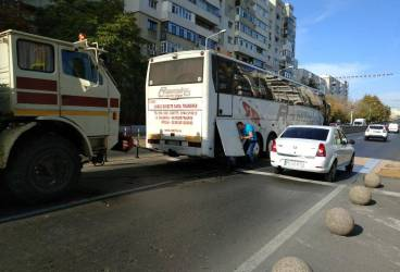 Bulevardul Bucureşti, blocat de un autocar pe rute externe rămas în pană