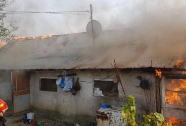Casă în Tăriceni, mistuită de flăcări după un scurtcircuit (imagini)