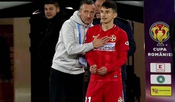 Un fost junior al defunctei SC FC Petrolul, la egalitate cu… Pele și Maradona! Ianis Stoica este căpitan de echipă națională