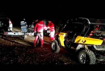 Salvamontiştii şi pompierii ISU au căutat în noapte un tânăr căzut într-o râpă în Munţii Baiului