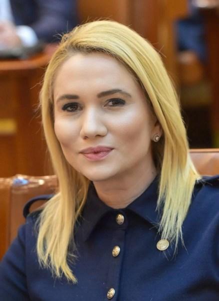 Laura Moagher, în cărţi pentru funcţia de ministru