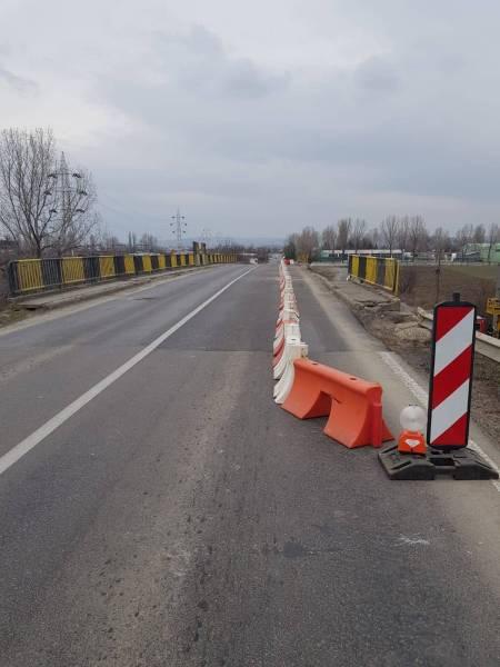 Rezolvare parţială a traficului feroviar şi rutier la podul avariat din estul Ploieştiului