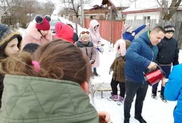 Primarul din Băicoi i-a invitat la săniuş pe copiii din oraş