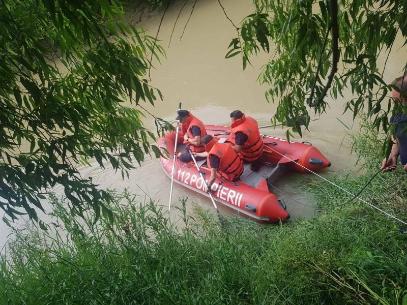 Scafandrii USISU, aduşi la căutarea bărbatului dispărut în râul Ialomiţa