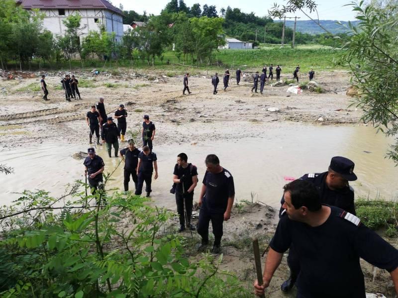 """Al patrulea copil luat de ape la Sângeru, de negăsit chiar şi cu o """"armată"""" de căutare"""