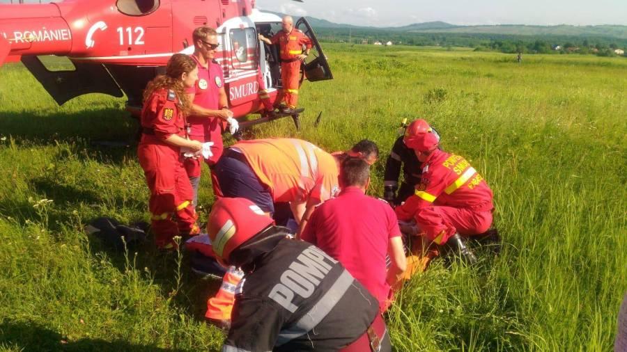 Fata de 18 ani accidentată, preluată de elicopterul SMURD la Podenii Vechi