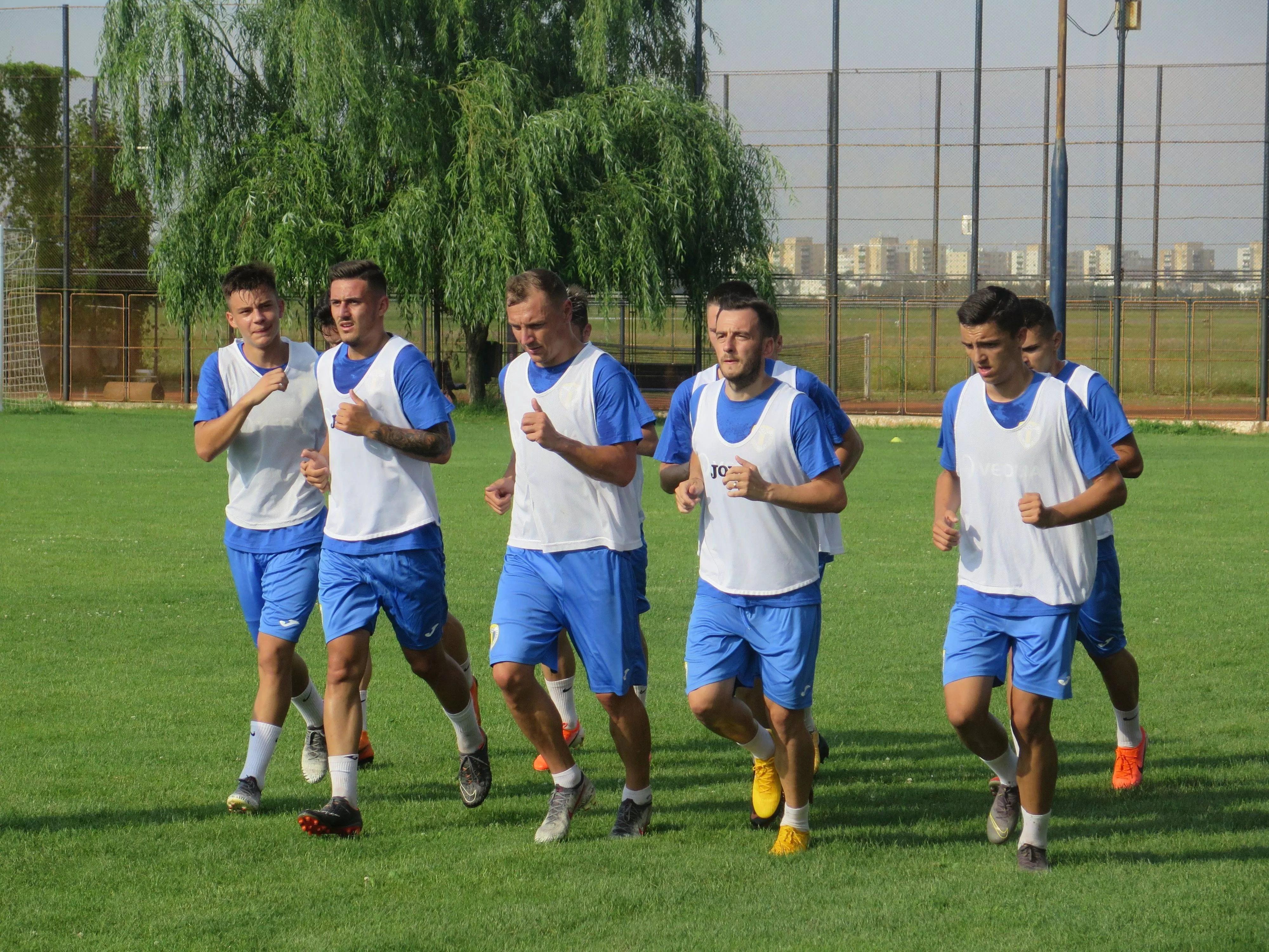 Destule noutăți la FC Petrolul, la primul antrenament de la Strejnicu. Stoican a avut la dispoziție 24 de fotbaliști noi și vechi