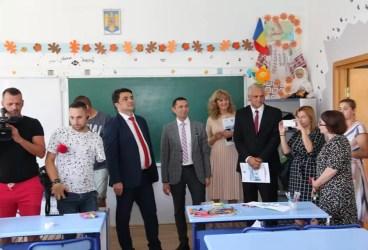 Ministrul Educaţiei, în vizită la şcolile şi liceele prahovene