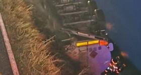 Autocisternă plină cu carburant, răsturnată pe DN1B. Scurgeri de motorină!