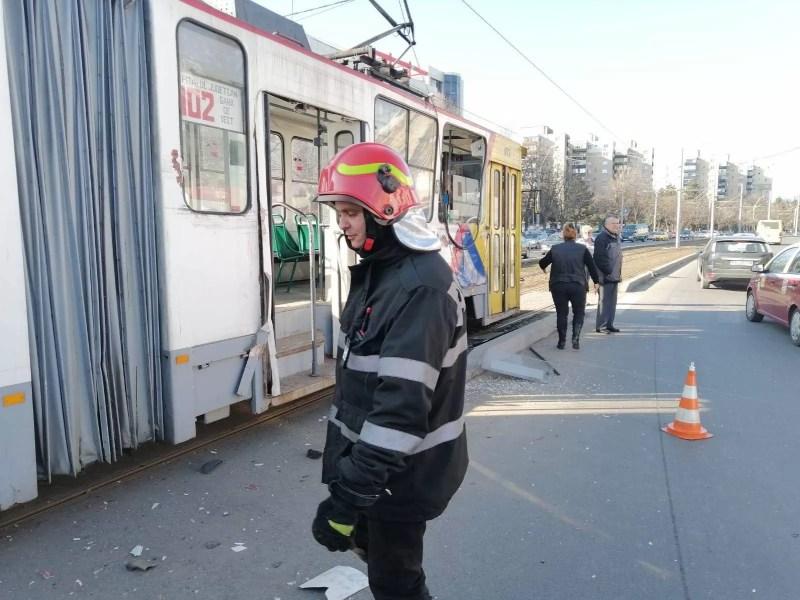 Accident în Ploieşti: Tramvai cu călători, lovit de o autobasculantă