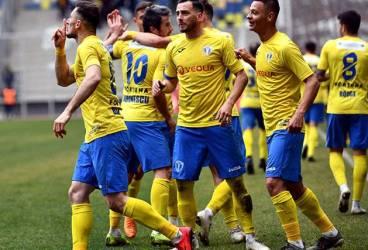 """Pe www.fcpetrolul.ro, atacantul trupei """"lupilor"""", Ștefan Blănaru, explică semnificația gestului său de după golul de 2-0 din meciul cu Dunărea Călărași!"""