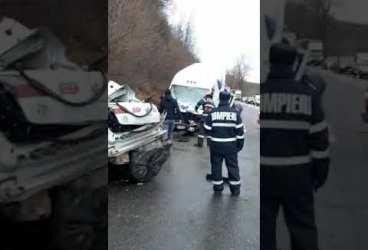 Accident DN1 cu mort şi autoturism transformat în morman de fiare