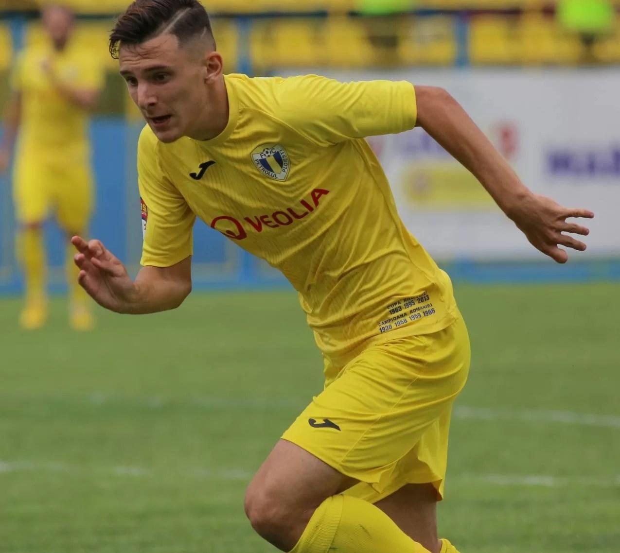 """FC Petrolul s-a despărțit, în ultima zi de """"mercato di riparazione"""", de cel de-al 10-lea fotbalist din lotul turului de campionat al Ligii a II-a. Este un talentat și de mare viitor jucător """"U 20"""" și internațional """"U 18""""!"""