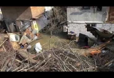 130 sinistraţi după alunecarea de teren şi inundaţia din Azuga