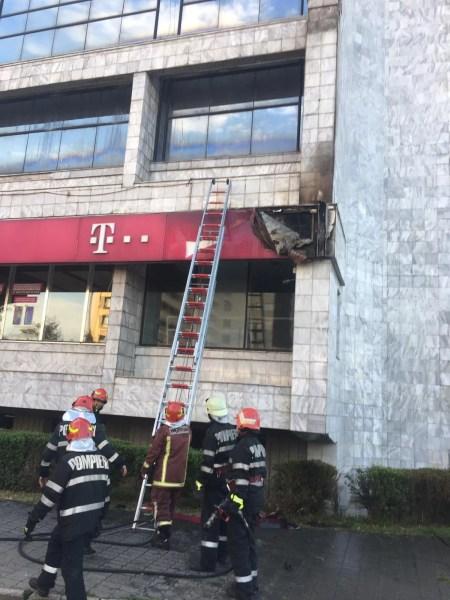Incendiu la faţada clădirii Telekom