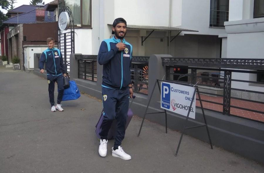 """Fotbaliștii de la Petrolul, nemulțumiți că unele adversare din play-off s-au considerat """"mai egale"""" decât altele! Pentru a se super motiva, l-au luat cu ei, la """"Vigo Hotel"""", și pe Leo Ursea"""