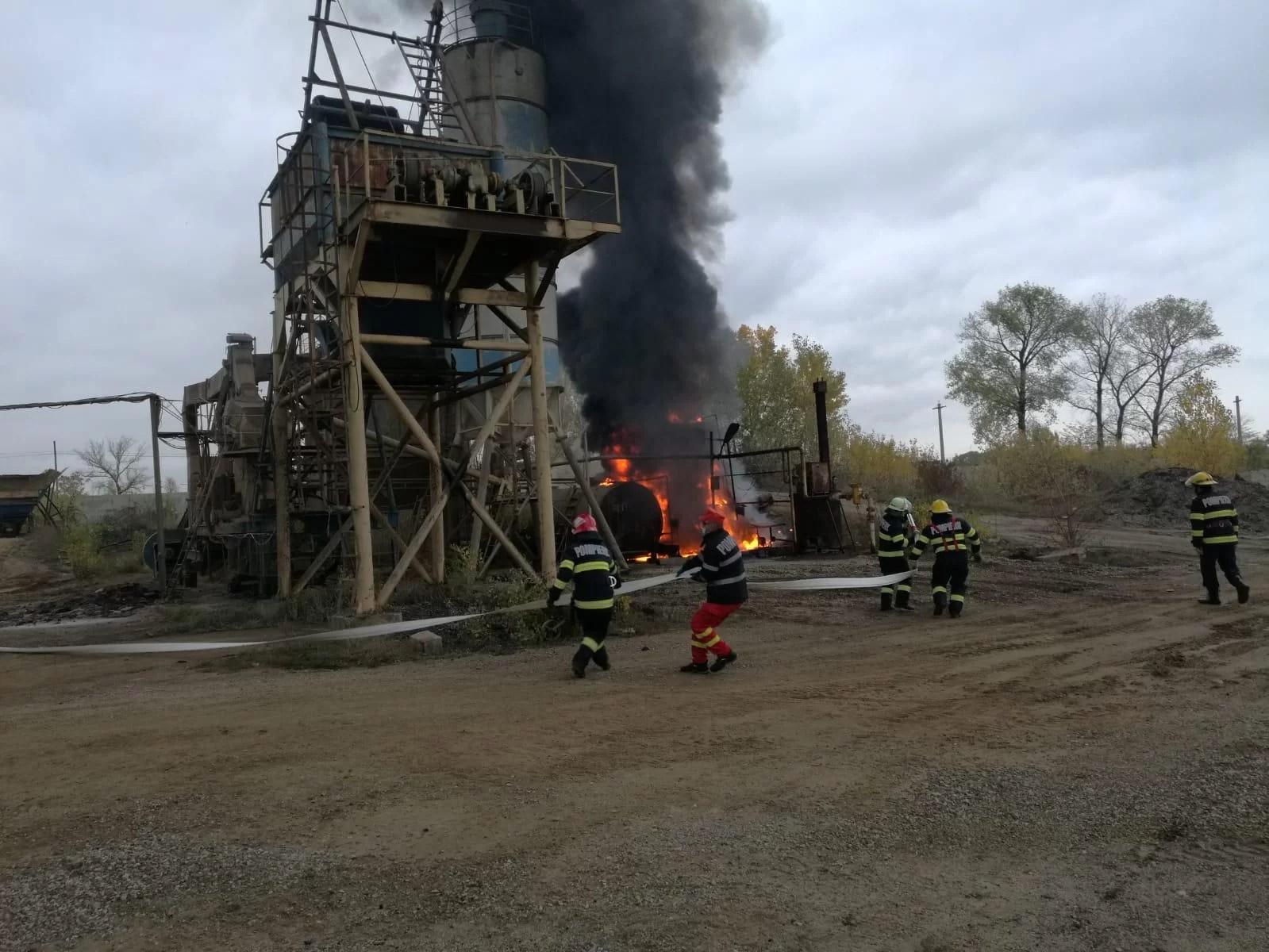 Incendiu la un bazin de bitum, la Bucov