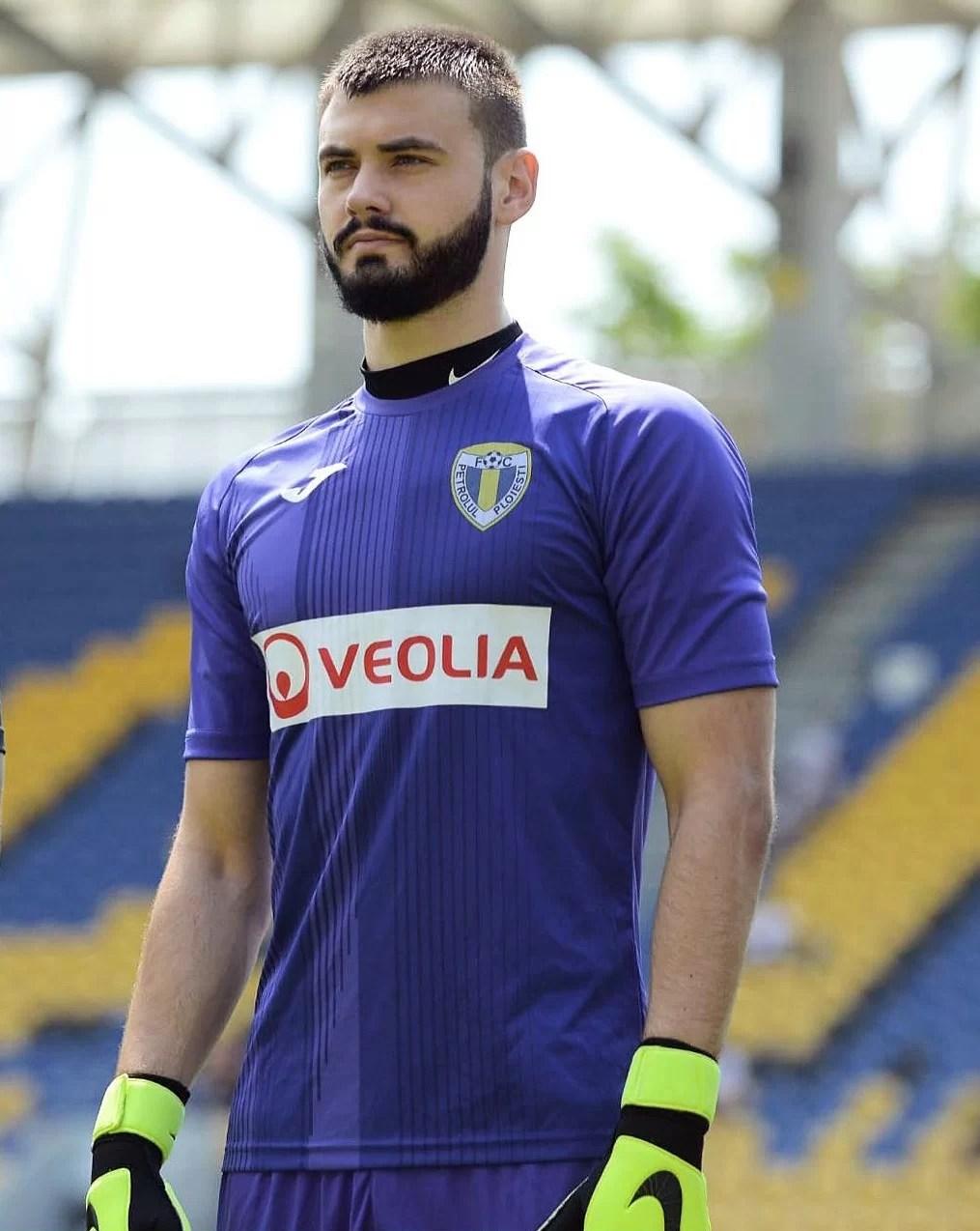 """Un fost petrolist moldovean de peste Prut, Cristian Apostolachi, """"vicecampion de toamnă"""" al primei ligi din țara sa de baștină! """"Kiki"""" este rezerva unui portar de 26 de ani"""