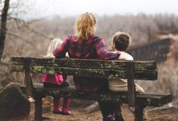 Cunoşti limbajul în care copilul tău îşi oferă afecţiunea?