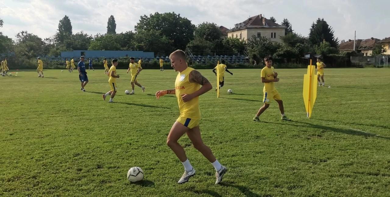 În primul meci amical din perioada de pregătire de vară, ACS Petrolul '52 va da piept cu o… parte din CSO Plopeni! Antrenorul și trei jucători ai săi din Liga a III-a își doresc o nouă provocare, acum la CSO Tricolorul Breaza!