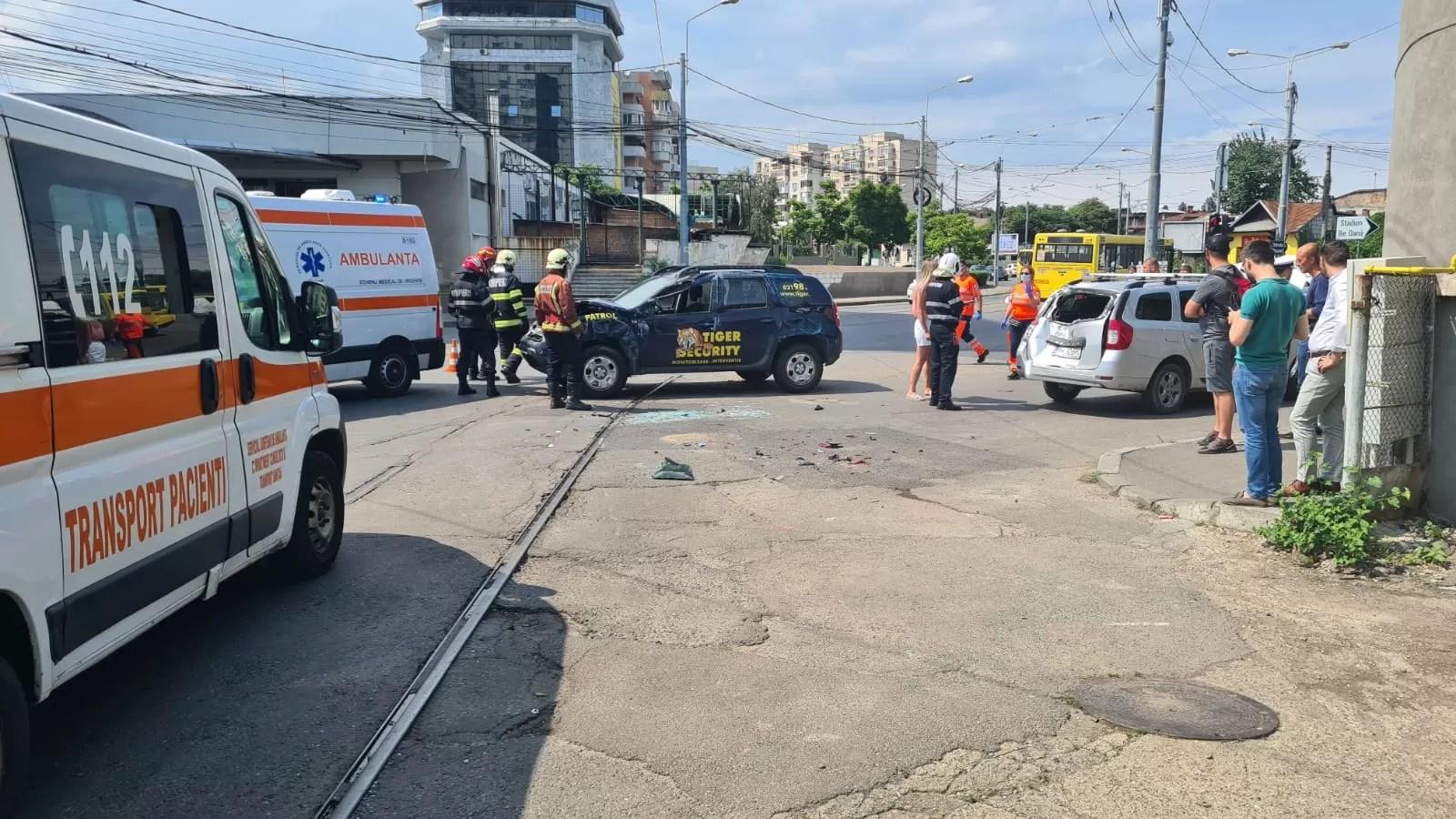 Accident-carambol cu 5 autoturisme în intersecția de la Hotel Prahova