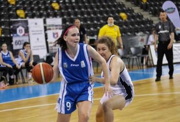 """Agnes Zane și Karina Munteanu – două foarte tinere baschetbaliste ploieștence speranțe ale sportului românesc jucat la panou. Agnes și Karina sunt convocate la lotul național """"U 16"""" pentru un turneu internațional oficial desfășurat în Slovacia"""