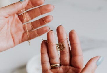 Amanet de acasă – ce trebuie să faci dacă vrei să îți amanetezi online aurul