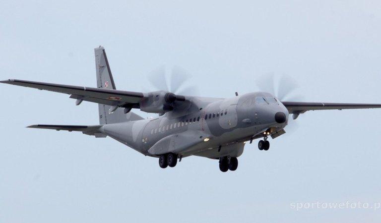 Air Szydło opublikowali, ale bez listy pasażerów. W listę Tuska wpisali nawet loty anulowane.