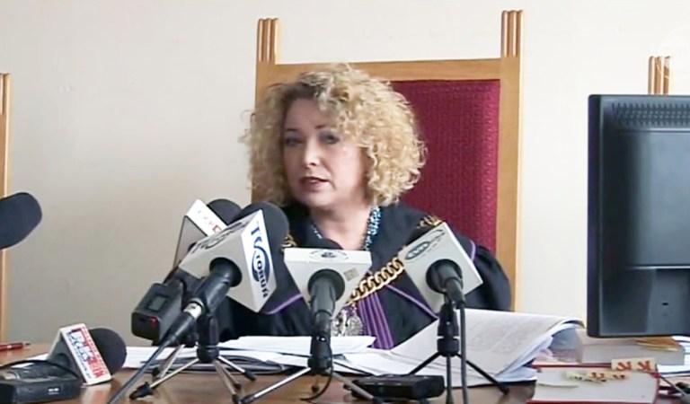 """""""To reorganizacja"""" powiedział prezes sądu w Toruniu. Sędzia ukarała Sobecką, nagle po 20 latach orzekania traci gabinet i sekretarza z którym pracowała 10 lat."""