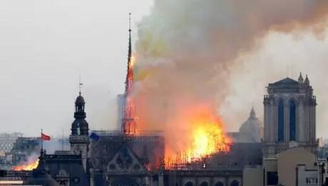 incendiu catedrala notre