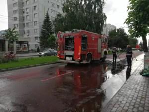O strada din Slatina, plină de vopsea