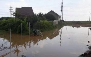 Zeci de locuințe inundate în județ