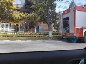 Incendiu în Balș, la parterul unui bloc