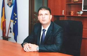 Primarul localităţii Curtişoara, Gheorghe Gănescu, investeşte şi nu se mai opreşte