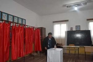 EXIT-POLL ALEGERI PREZIDENȚIALE 2019. Iohannis, detașat în finală, surpriză COLOSALĂ în bătălia pentru locul 2