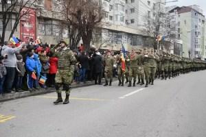 Sute de slătineni au ieșit în stradă de Ziua Naţională a României