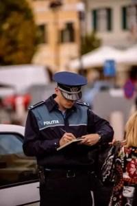 Poliţiştii olteni au dat zeci de amenzi noaptea trecută