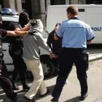 5 bărbați reținuți, după ce au bătut 3 tineri, în trafic