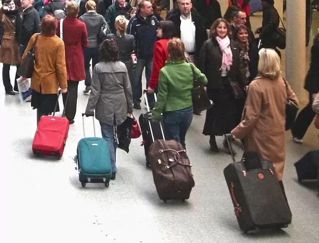 Imigranti 365 de cetățeni români au revenit în țară în cursul serii trecute